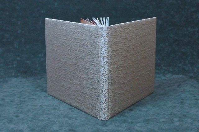 gebonden fotoboek in zijde gemaakt bij  boekbinderij Seugling in Amsterdam