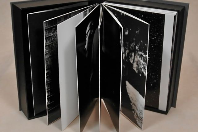 fotoreportage in leporello vorm met bijpassende doos  in samenwerking met  boekbinderij Seugling in Amsterdam